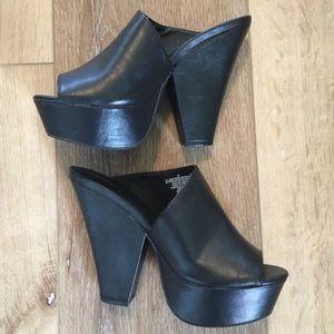 Mossimo black chunky platform vegan leather mules